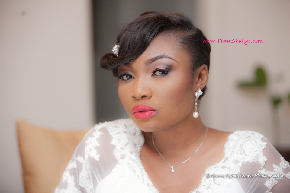 Top-Nigerian-Makeup Artist-TinuShaiye-Ene-white-Wedding-Session (7)